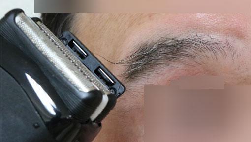 シリーズ3 3020Sのキワゾリ刃で眉を整える