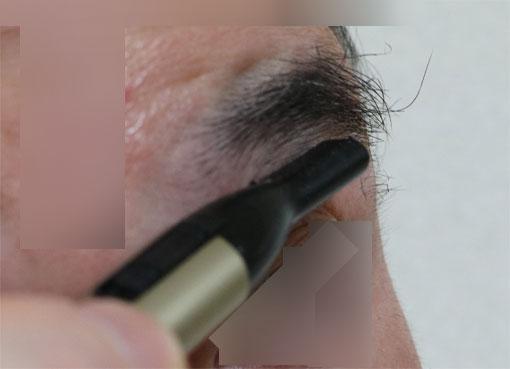 パナソニック 耳毛カッターER402PPで眉毛を整える