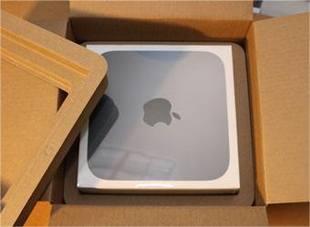 Mac mini Late 2018お馴染みの外箱と中の化粧箱