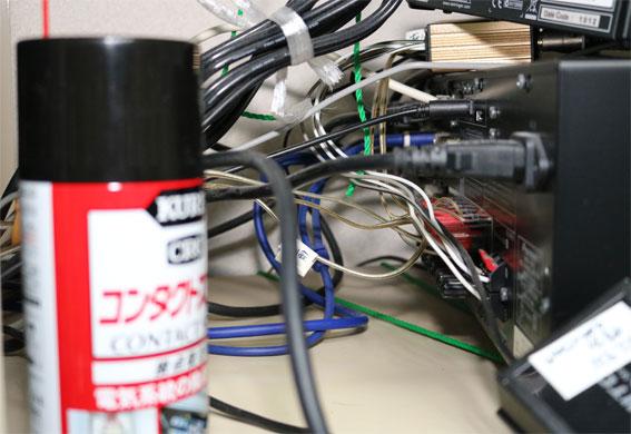AVアンプのスピーカー端子やアナログの音声端子の酸化皮膜を清掃する