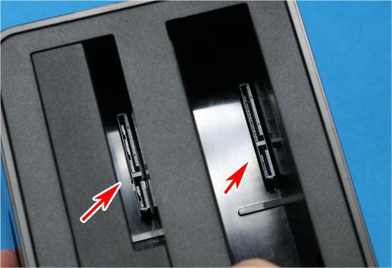 HDDの差し込み口