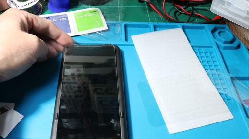 iPhoneXRにフィルムを貼る ジグでずれない