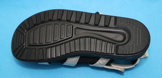 ニューバランス SDL750 靴底 ソールのトレッドパターン