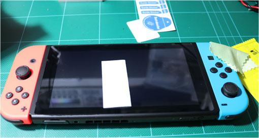 Nintendo Switch画面をアルコール不織布で拭く