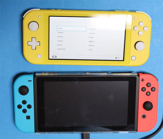 Nintendo SwitchとLite yellow