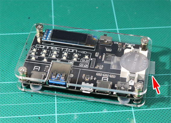 USB CABLE CHECKER 2の同梱物、電池のシートあり