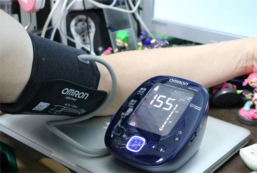HEM-7282Tで血圧を測定