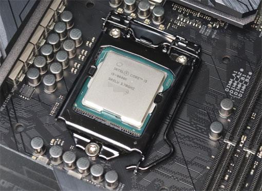 i5ー9600Kをマザーボードに取り付けた