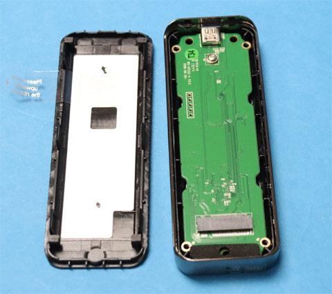 Wavlink m.2 NVMe SSDケースを開く