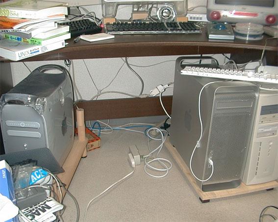 2003年 PowerMac G4 QuickSilverとPowerMac G5 iMacDVも見える