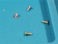 ジョイコン バッテリーケースのネジ 2種類
