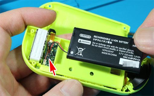 ジョイコン内蔵バッテリーのコネクタ