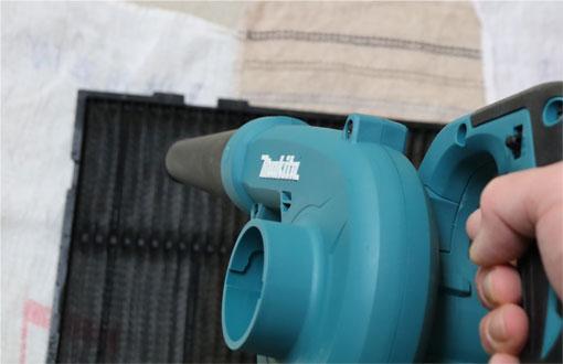 ブロワーUB185Dでエアコンフィルターの水気を飛ばす