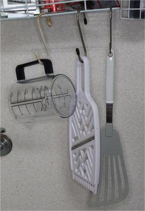 よく使う調理器具なので、計量カップ C-8622は手元に置く