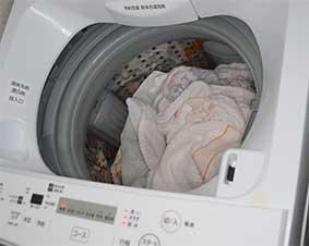 洗濯物を入れて電源を入れる