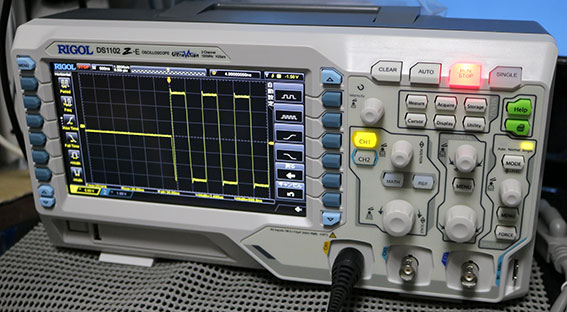 DS1102Z-E シングルモード トリガーで信号の頭を表示