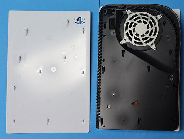 PS5 右側面カバーを外した状態
