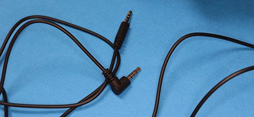 PLUSE 3D ワイヤレスヘッドセット 付属の4極ミニステレオプラグケーブル