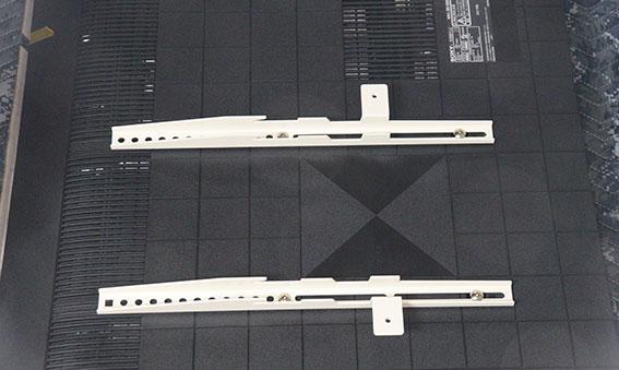 ブラビア XRJ-50X90J に テレビ固定金具をつける