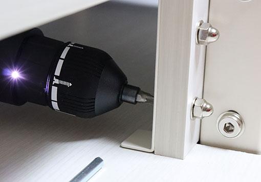 UTS-W75 の固定棚を取り付ける 連結ボルト 小はプラスねじ