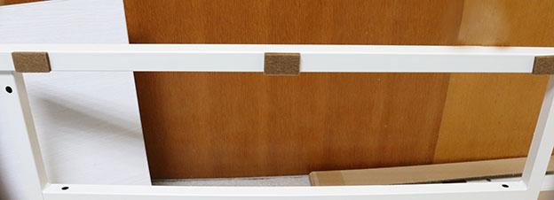 底板パネルの床に設置するところにフェルトを貼る