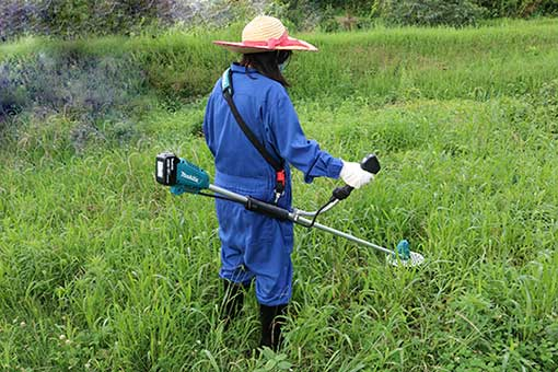 MUR190で草を刈る