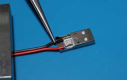 USBプラグにDCケーブルをハンダづけする