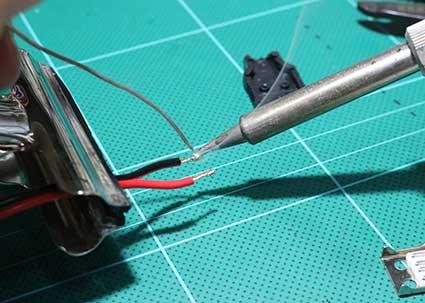 DCケーブルの銅線をハンダメッキする
