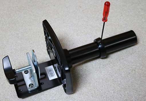 Amazonベーシック モニターアーム エルゴトロン XL モニターアームのポール部分のストッパーはネジを手前にしておく