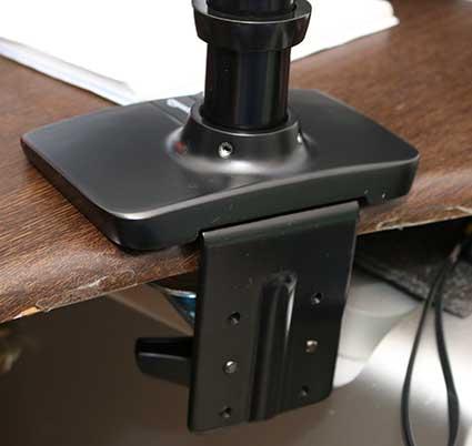 Amazonベーシック エルゴトロン XL モニターアームのベースプレートとポール部分