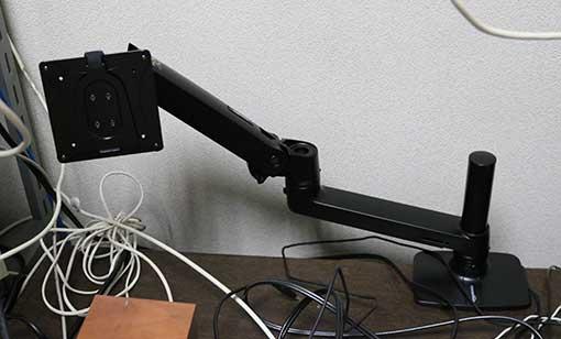 Amazonベーシック モニターアーム エルゴトロン XL は、2つ以上のモニター設置で威力を発揮する