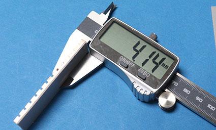 中華のパチモン M.2 SSD用ヒートシンクの厚さは、粘着シート込みで4.1mm
