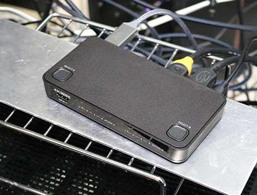 ラトックシステム RS-HDSW42-4K をアルミの板の上に置いて使う